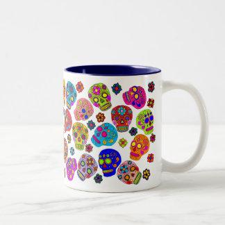 Cráneos mexicanos del azúcar del arte popular tazas de café