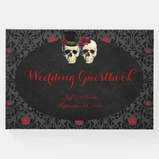 Cráneos rojos del novio de la novia que casan el libro de visitas