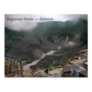 Cráter Indonesia del volcán Postal