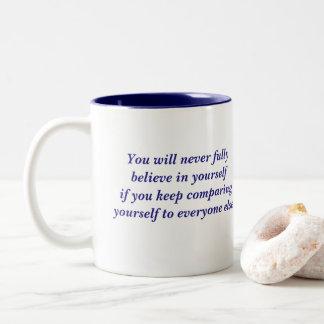Crea en sí mismo la cita taza de café de dos colores