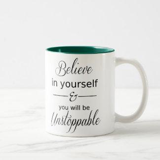 Crea en sí mismo la taza elegante de la tipografía