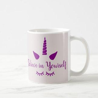 Crea en sí mismo la taza púrpura del unicornio