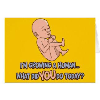 Crecimiento de una maternidad humana felicitación