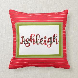 Cree el nombre rojo de la tela escocesa para cojín decorativo