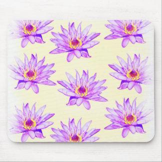 crema de las flores de loto manchada de tinta alfombrilla de ratón