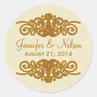Crema elegante y sello dorado del sobre del boda etiqueta redonda
