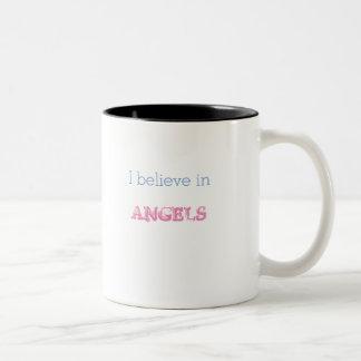 Creo en alas de la taza de los ángeles pequeñas