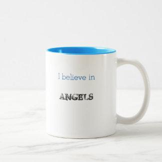 Creo en alas grandes de la taza de los ángeles