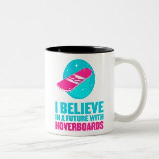 Creo en un futuro con hoverboards taza dos tonos