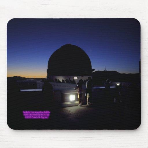 Crepúsculo en el tejado del observatorio de Los Án Alfombrillas De Raton