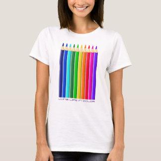 Creyones o lápiz coloreados del color (texto camiseta