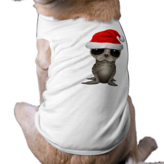 Cría de foca que lleva un gorra de Santa