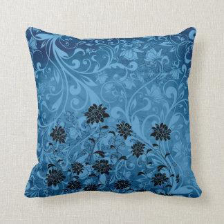 Crisantemo negro de los remolinos florales azules cojín decorativo