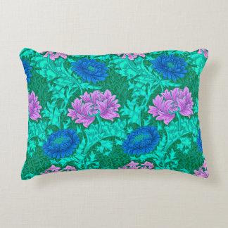 Crisantemos, aguamarina y violeta de William Cojín Decorativo