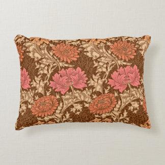 Crisantemos, Brown y moho de William Morris Cojín Decorativo