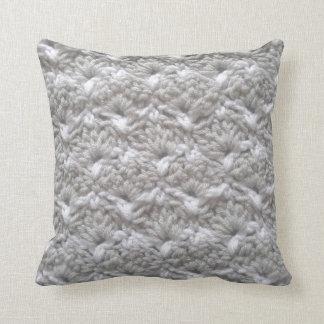Crochet los artes grises/blancos de la puntada de cojín