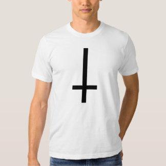 Cruz al revés camisetas