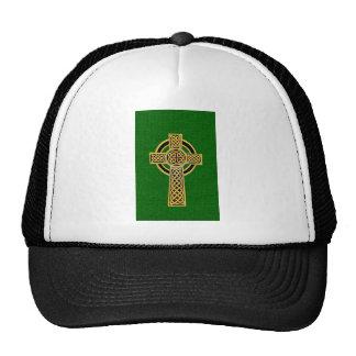 Cruz céltica, oro y verde gorras