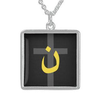 Cruz cristiana de la solidaridad del símbolo del colgante cuadrado