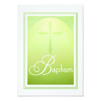 Cruz cristiana del bautismo en verde invitación 12,7 x 17,8 cm
