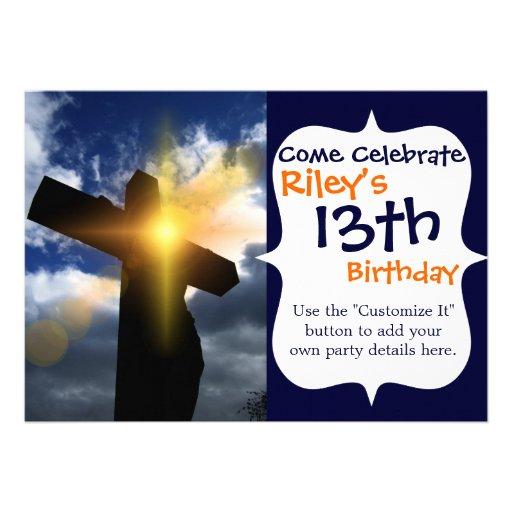 Cruz cristiana en el servicio de la salida del sol anuncio personalizado