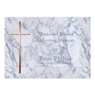 Cruz de cobre en el mármol - invitación fúnebre