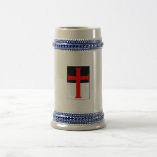 Cruz de Templar en las tazas y los Steins de