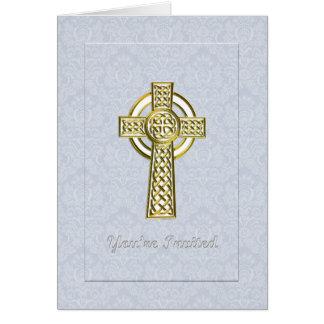 Cruz del oro en el damasco azul le invitan tarjeta de felicitación