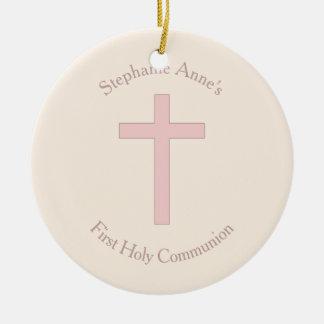 Cruz del rosa en colores pastel de la comunión adorno navideño redondo de cerámica