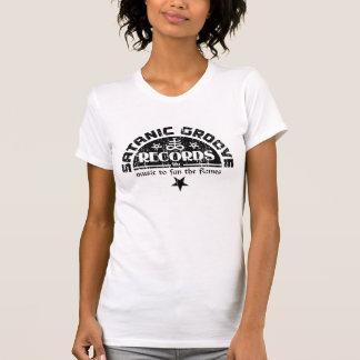 Cruz del vintage y etiqueta satánicas del expedien camisetas