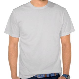 Cruz del vintage y etiqueta satánicas del expedien camiseta