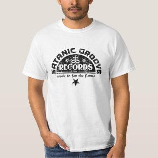 Cruz del vintage y logotipo satánicos de los camiseta