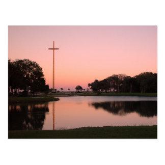 Cruz en Nombe de Dios en la puesta del sol Postal