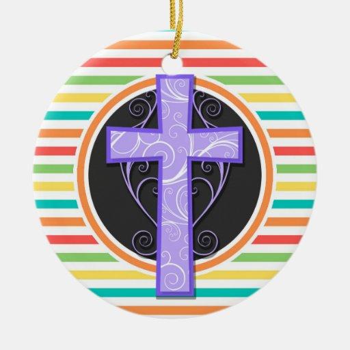 Cruz púrpura; Rayas brillantes del arco iris Ornamento De Navidad
