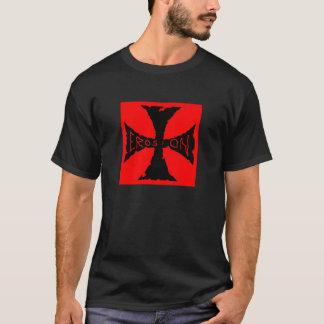 cruz roja y negra de la erosión camiseta
