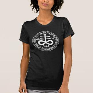 Cruz satánica con el texto y los Pentagrams de Camiseta