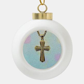 Cruz y cadena adornadas del oro adornos