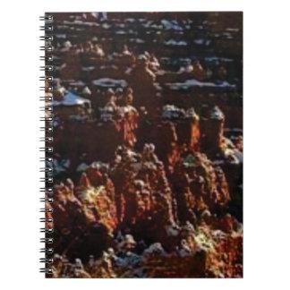 Cuaderno acantilados de la roca roja de la nieve