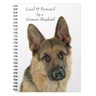 Cuaderno Amado y protegido por un pastor alemán