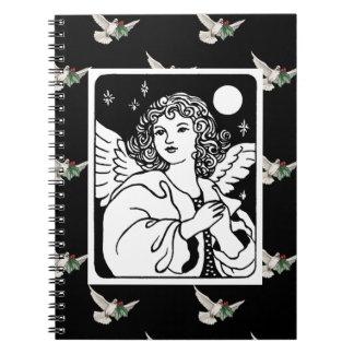 Cuaderno Ángel en blanco y negro con las palomas