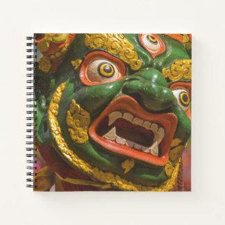 Cuaderno Bailarín enmascarado asiático