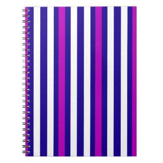 Cuaderno Blanco azul púrpura vertical de las rayas
