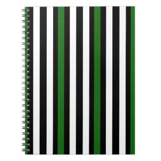 Cuaderno Blanco negro verde vertical de las rayas