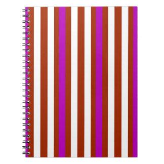 Cuaderno Blanco rojo púrpura vertical de las rayas
