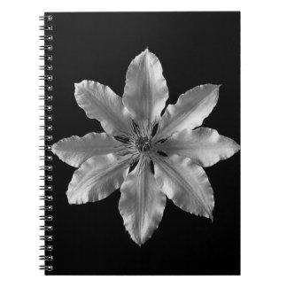 Cuaderno blanco y negro de la flor