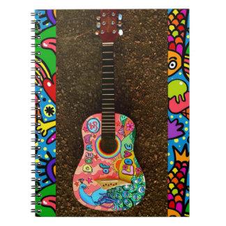 Cuaderno brillante colorido de la guitarra del