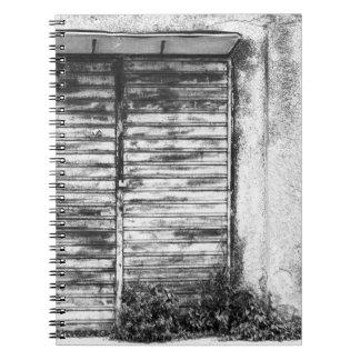 Cuaderno Bw olvidado tienda abandonado