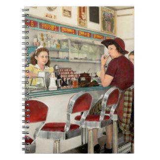 Cuaderno Café - la lugar frecuentada local 1941