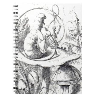 Cuaderno Caterpiller fuma un ushrooa de la cachimba