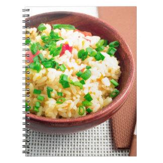 Cuaderno Cuenco de Brown con una porción de arroz cocinado